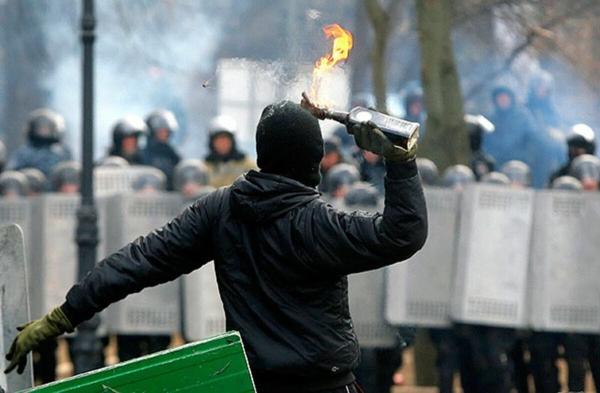 «Своевременная сила»: почему исключительно мирные протесты против власти обречены на неудачу