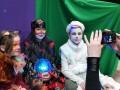 Воспитанники филиала Дворца пионеров помогают создавать новогоднее настроение